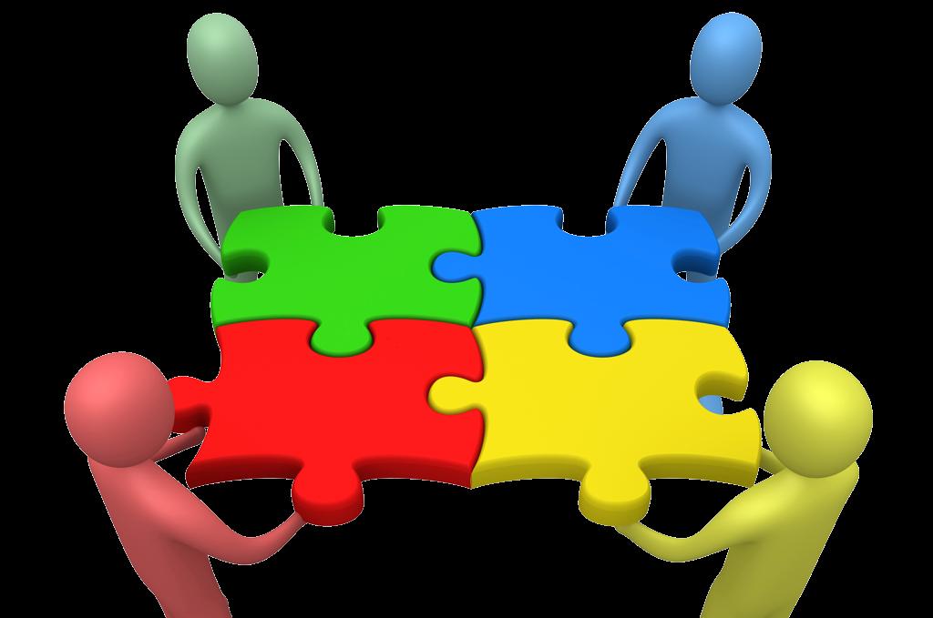 Team: vier Figuren halten große ineinandergreifende Puzzleteile
